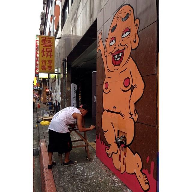 Banksy Street Art Tours Taiwan Spontaneous #powwowtaiwan murals going down right now at Xing Fu Building in Ximen. Hi @mrogay!  @montanacans @rvca @flexfit @heineken #gshock #citysuites #icrt #fubonfunpark