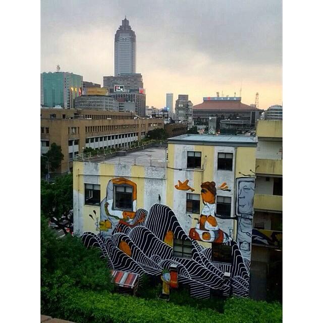 Banksy Street Art Tours Taiwan @brendantheblob & Taiwan artist @candybbird @powwowtaiwan #powwowtaiwan