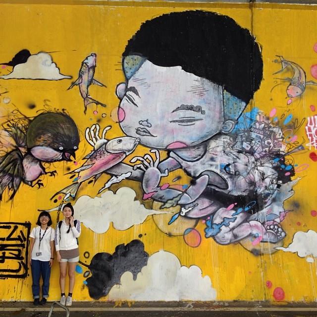 Banksy Street Art Tours Taiwan 辛苦所有在河濱幫忙的志工們了,在這麼克難的環境幫我完成作品!感謝! Powwowtaiwan @powwowtaiwan #powwowtaiwan